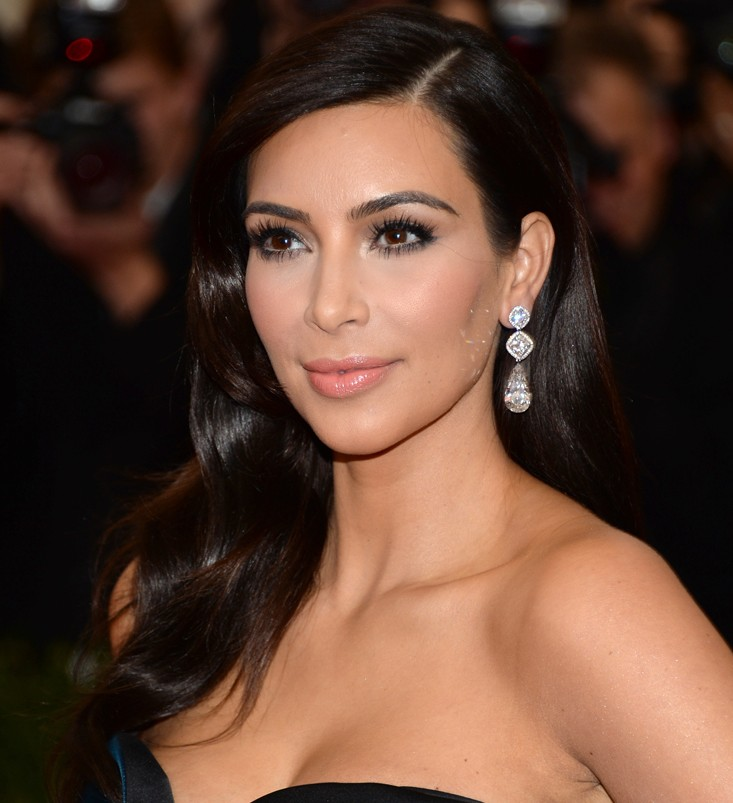 Get Kim Kardashians New Look Dying Hair Extensions Kamdora