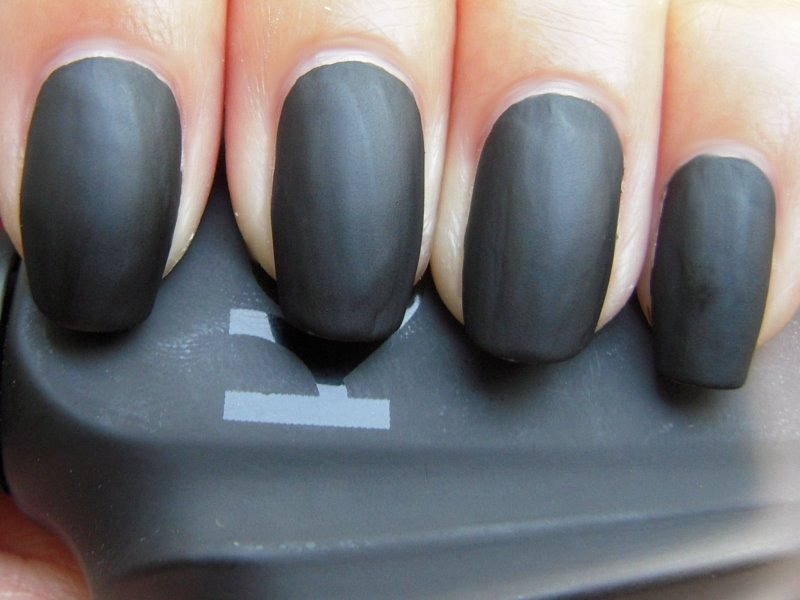 Tip Of The Day #35: Glossy To Matte Nails | Kamdora