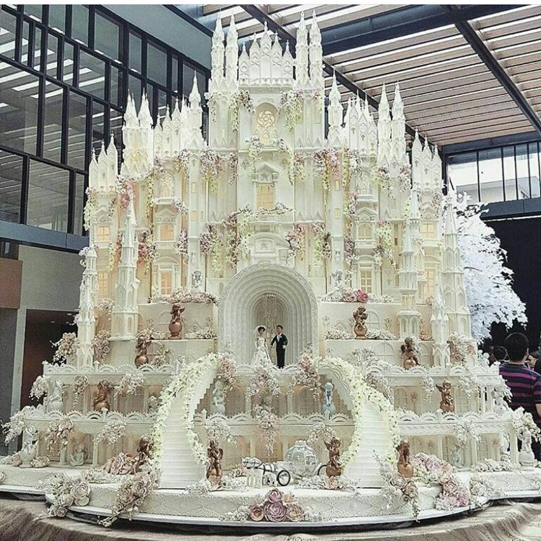 We Are In Awe Of These Larger Than Life Wedding Cakes