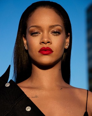If Rihanna's Gloss Bomb isn't Enough For You Get Ready For The #Stunna Lip Paint!