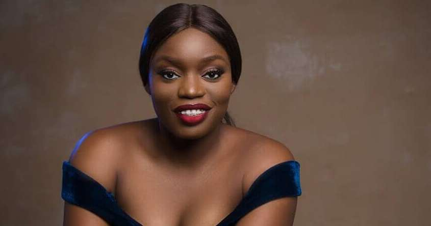 Bisola Aiyeola Flunts Her Teeth On Instagram With A Love Song!