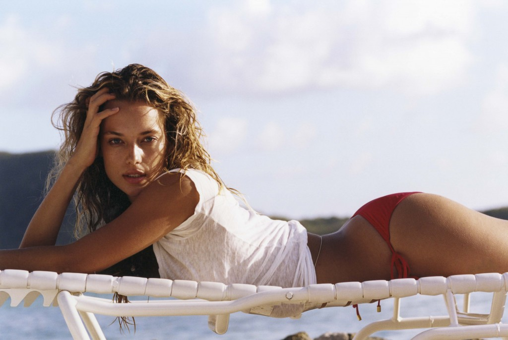 Check Out Hannah Ferguson's Guide To Her Matte Red Lip