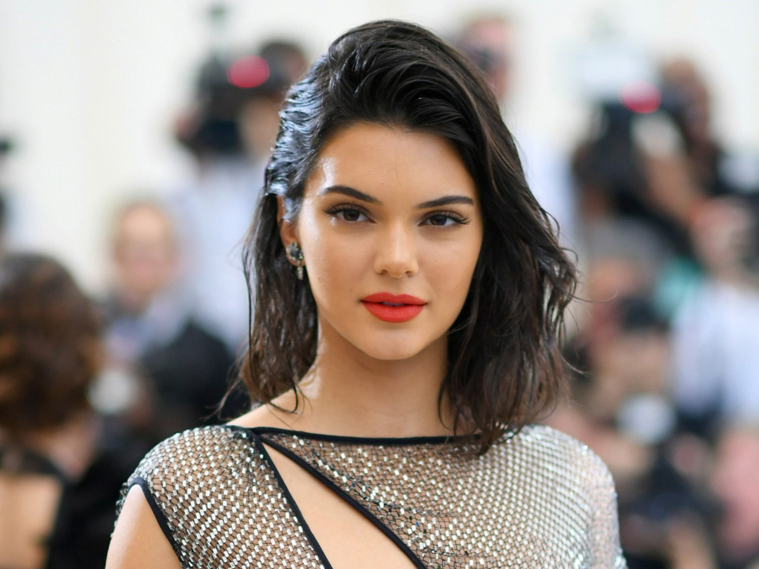 Kendal Jenner Rocks The Summer Colour In Paris