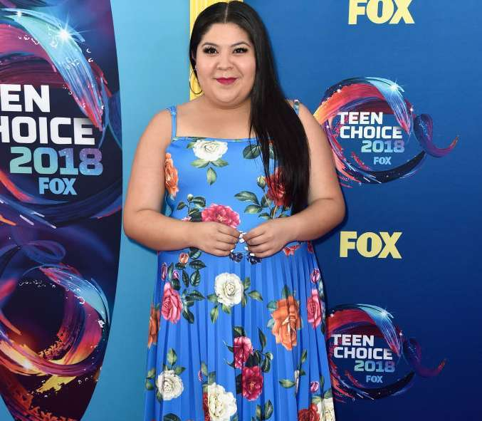 Red Carpet Pictures: Meghan Trainor, Olivia Holt, Raini Rodriguez At The Teens Choice Awards