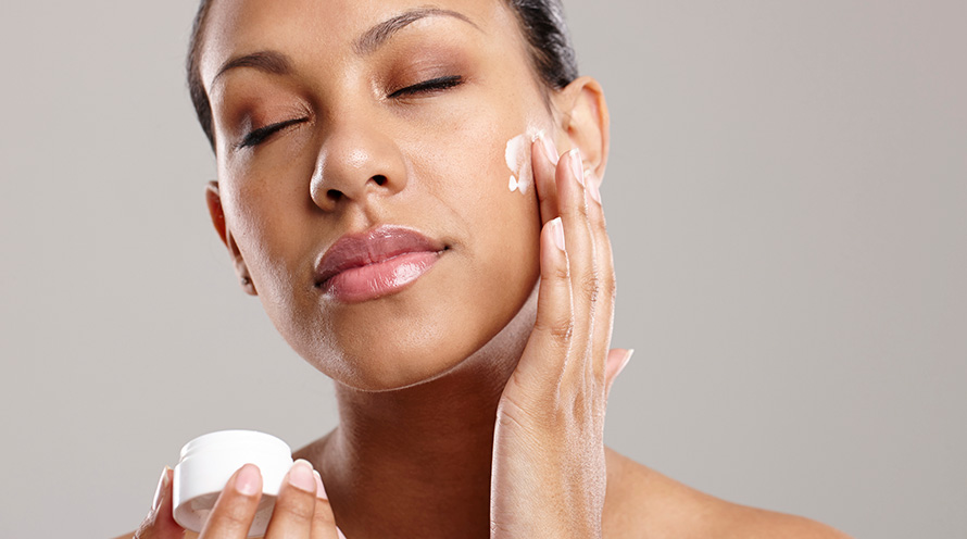 How To Apply Moisturizer On Your Face